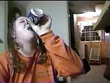 Ii place sa bea pisat