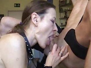 Жена получает сперму в рот после глубокого минета