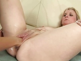 mature blonde fistée anale