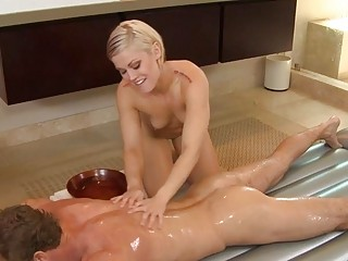 ash hollywood gives sex massage