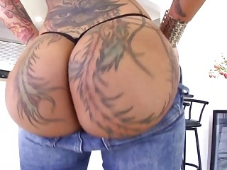 Big Ass With Tattoos Of Beauty Bella Bellz Is Eating Juicy Beans