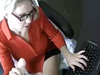 Надрочила хуй в офисе на себя
