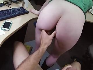 Оттрахал тёлку на столе в офисе