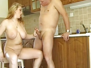 Busty amateur Milf gives..