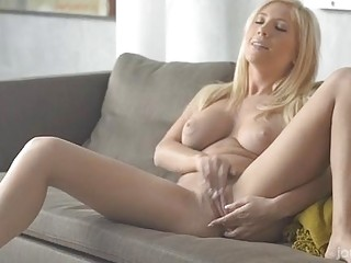 Beauty Likes To Satisfy Herself In A Solo Game