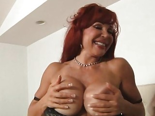 Sexy Mom Gets Pleasure From The Rod