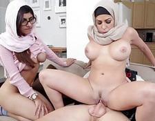 Arab oral job inside the shower room | Porn-Update.com