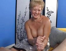 Milf Babe Decides To Offer Her Best On First Date | Porn-Update.com