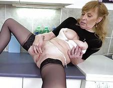 EuropeMaturE Hot Mature Milf Solo jerk-off | Porn-Update.com