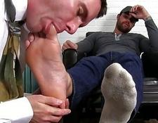 Inked hunk dominates over office homo | Porn-Update.com