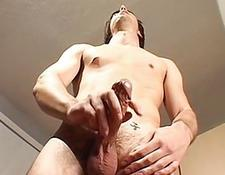 Hairy jock ejaculate heavy on his belly | Porn-Update.com