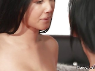 Brunette lesbians rimming and licking in bed | Porn-Update.com
